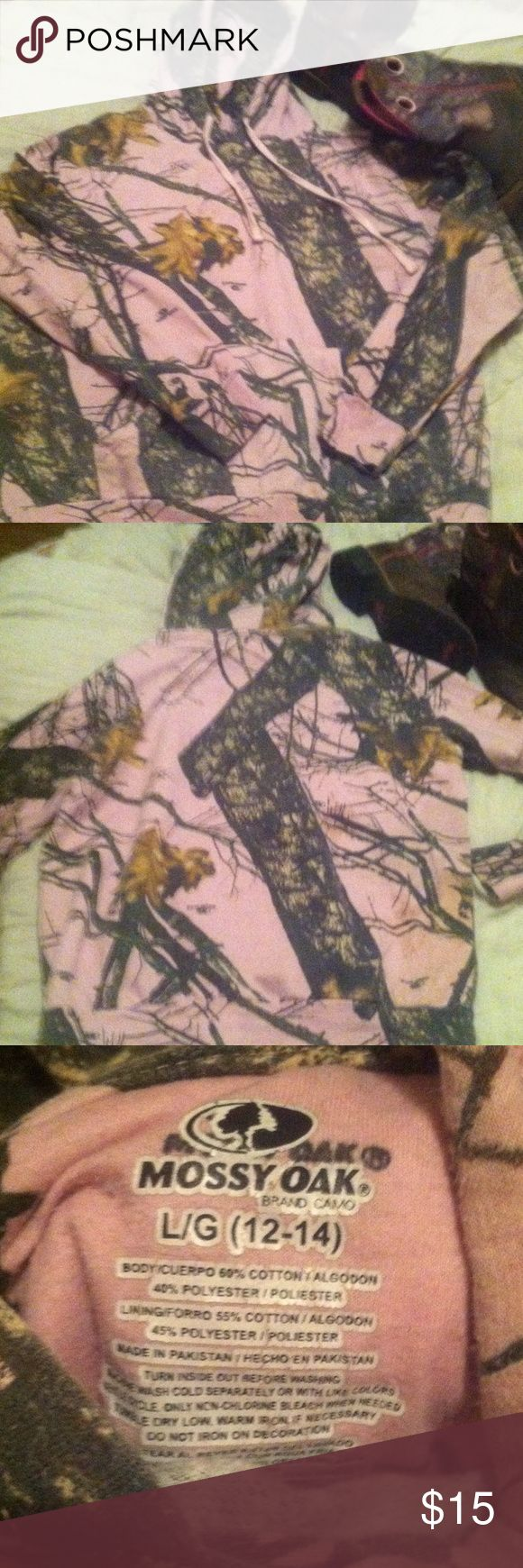 🎀Mossy Oak camo hoodie🎀 💖Pink Mossy Oak hoodie. Small stain in pic 4 but hardly noticable, that's good thing about camo!!💕 Mossy Oak Tops Sweatshirts & Hoodies