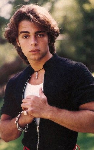 A very young Joey Lawrence. Oh boy, I remember having a crush on probably every single one of those Lawrence boys. Theres definitely something about cute brothers:)