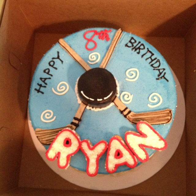 Cupcake Decorating Ideas Hockey : 25+ best ideas about Hockey cakes on Pinterest Hockey ...