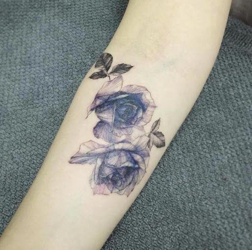 Estas lindas rosas http://tatuagens247.blogspot.com/2016/08/bela-tinta-azul-desenhos-de-tatuagem.html