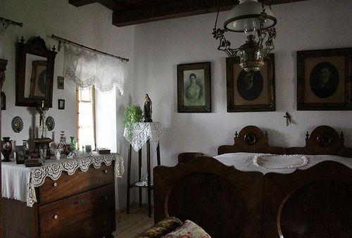 Szentendre - Szabadtéri Néprajzi Múzeum - Middle-class home from Gyöngyös by Kotomi_, via Flickr