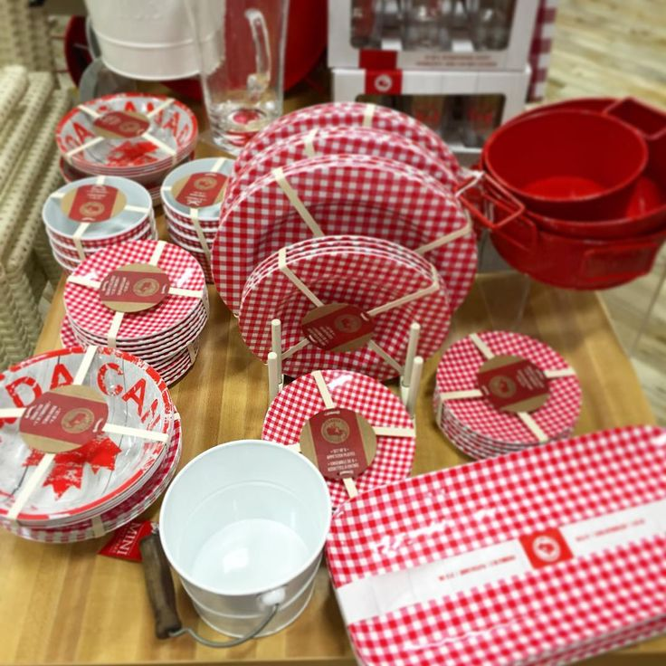 Plates, dishes and serving trays for your Canada Day BBQ! | HomeSense