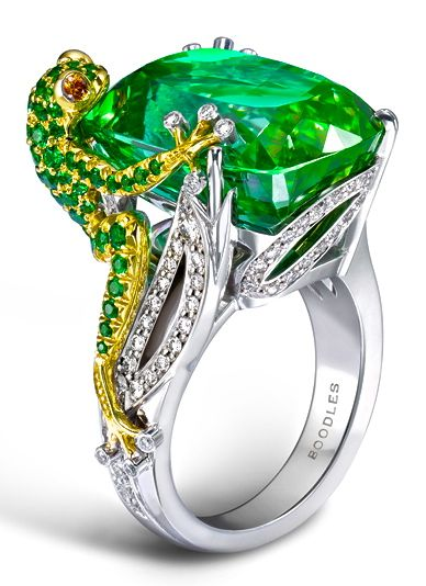Green cocktail ring. Emeralds.