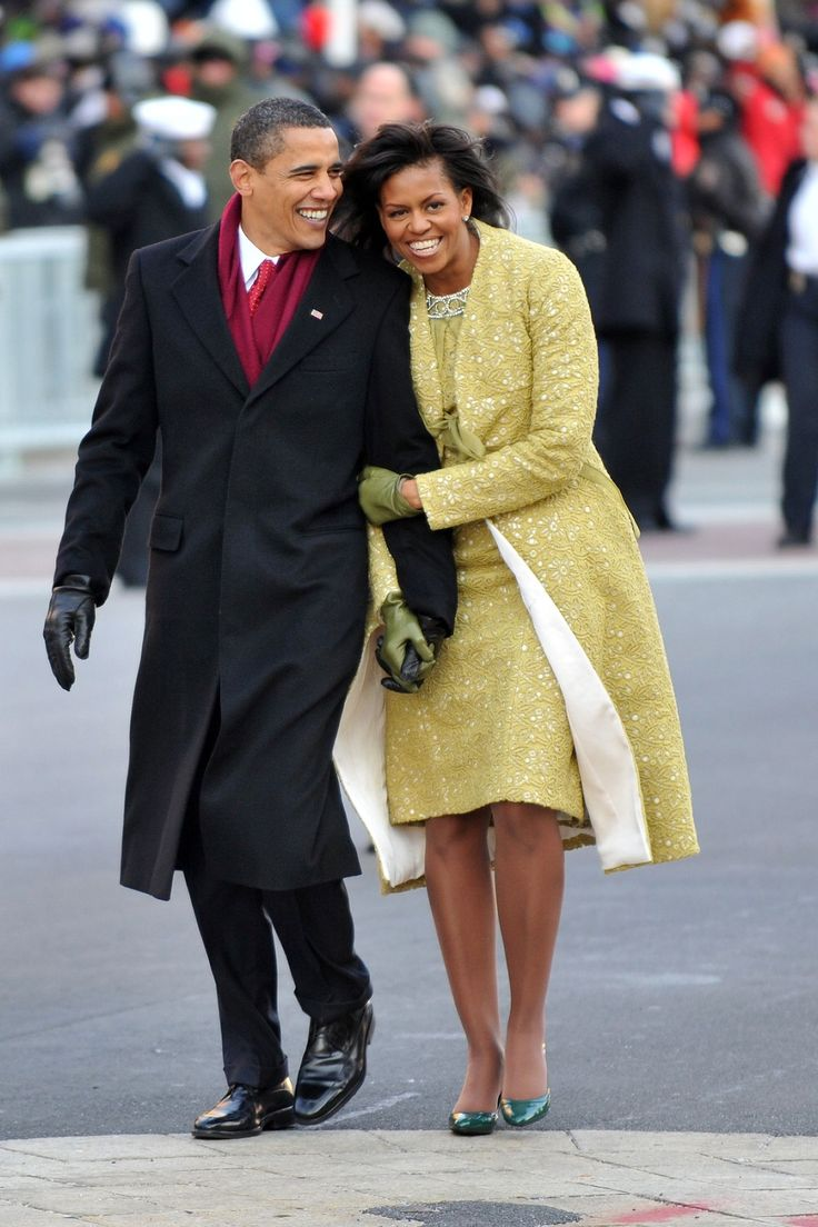 Barack and Michelle Obama Share One Final Kiss at the White House - HarpersBAZAAR.com