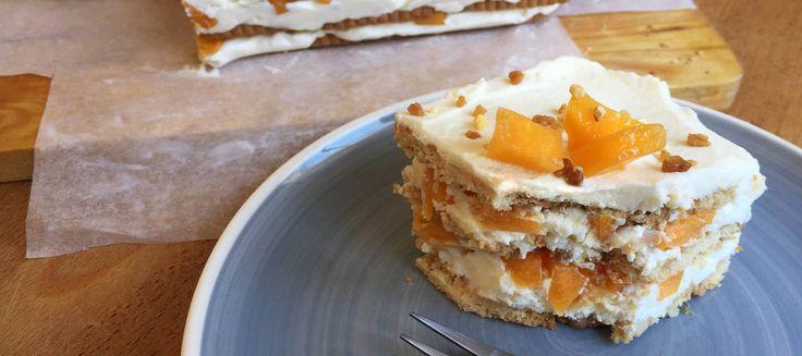 Tarta de galletas, queso batido y fruta