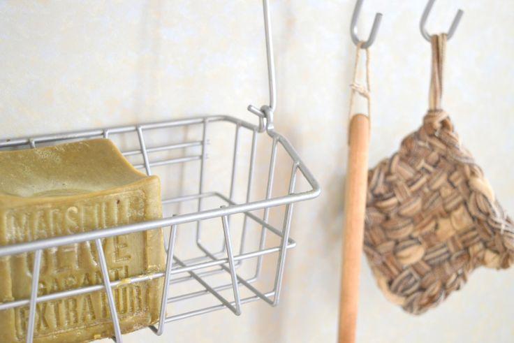Dans ma démarche écologique et éco-responsable, je me suis aperçue d'un truc tout bête, c'est que ma façon de faire la vaisselle à la main (pas de lave-vaisselle malheureusement… pourtant… Read More