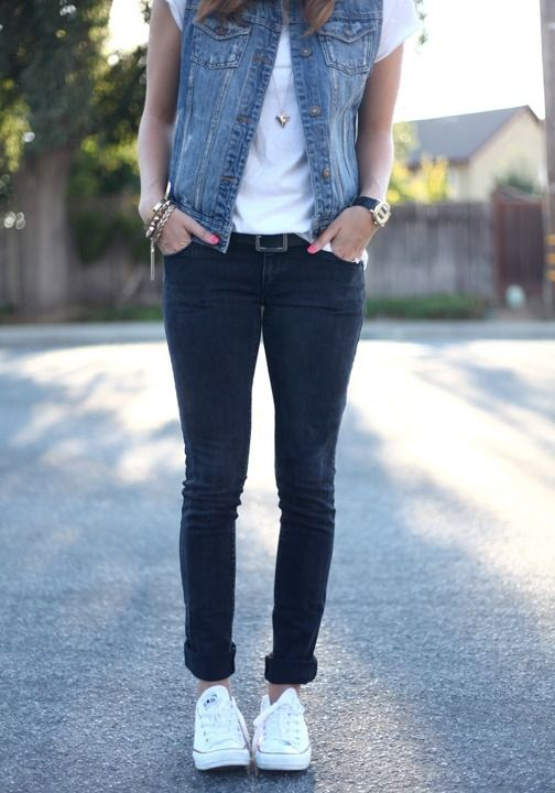 Casual outfit inspiration - jeans and converse create the perfect summer style.