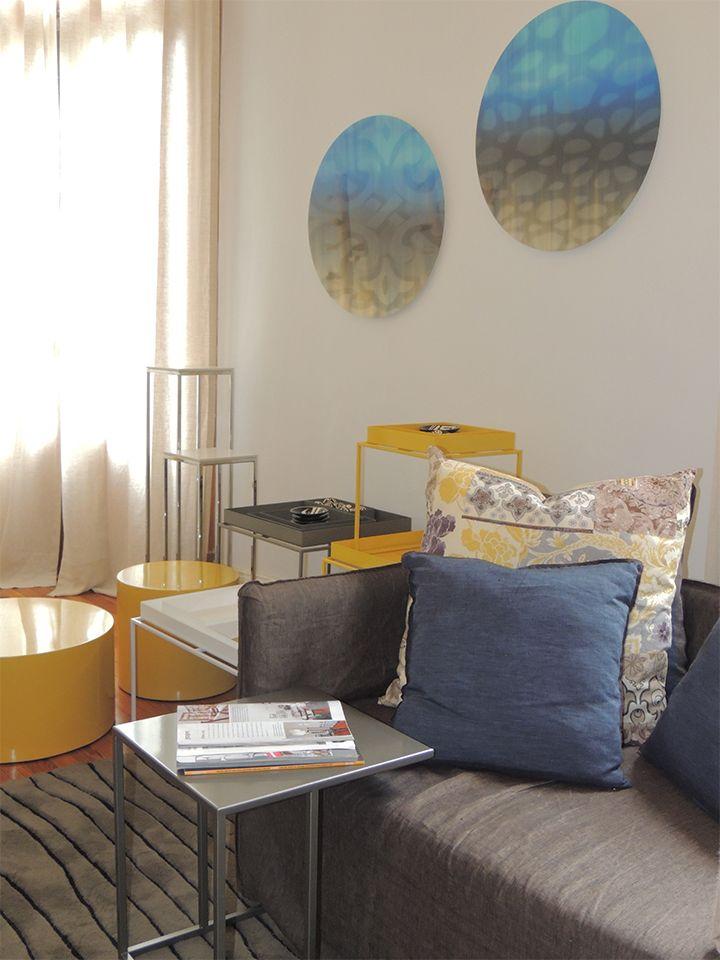 Comodidad y diseño se encuentran en nuestra mesa adicional Tapana. Ideal para acompañar sillones  y poltronas. #solsken www.solsken.com.ar