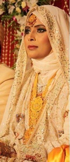 White #HijabiBride #SouthAsianBride இ Hijabi South Asian Brides