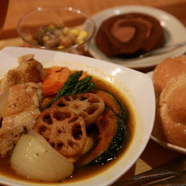 サフランライスも用意してます(*^^*)好きな方を選んでね♪ - 30件のもぐもぐ - 【夕ご飯】スープカレー、ひよこ豆とツナのサラダ、胚芽パン、ロールケーキ♪ by chocomacaron