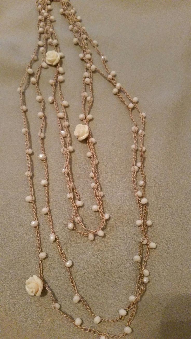 """<p>Ho realizzato queste collane con filo di seta lavorato all'uncinetto. Ho inserito tra le catenelle delle perline di vetro, alcuni charms e roselline di bachelite. Il tutto e' compreso in un kit di """"Atelier delle Idee"""". Ho iniziato infilando 130 perline nel filo di seta, ogni 25 perline ho inserito …</p>"""
