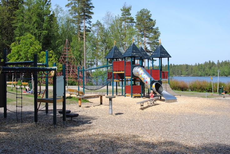 Just when you think Umeå cannot surprise you anymore, a sunny gorgeous day presents itself and we decide to explore one of the many adventure playgrounds Umeå has to offer. This one is at Tomtebo and situated next to the picturesque Nydala Lake I h
