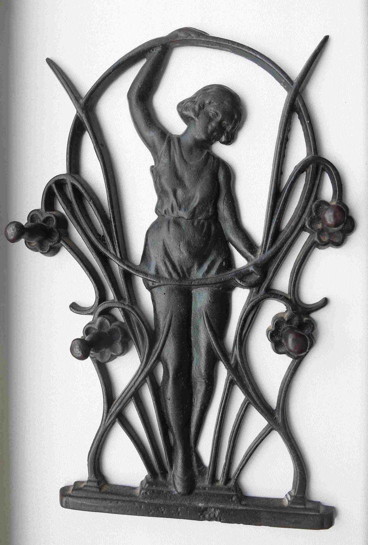 Каслинское литье.Физкультурница.(ключница)1938год.