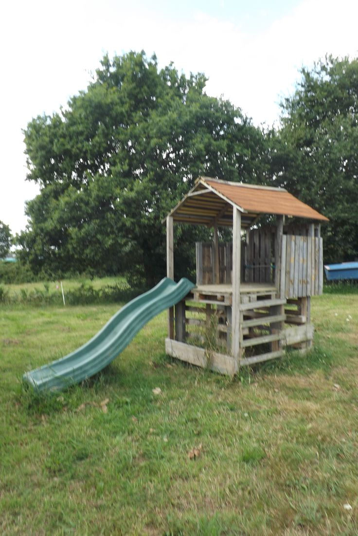 1001 pallets pallet kids playground here is a home made playground - Cabane En Palette Pallet Kids Hut Pallet Ideas