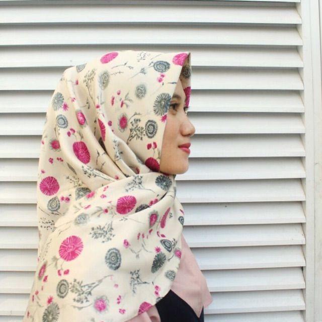 Saya menjual Hijab Segi Empat seharga Rp55.000. Dapatkan produk ini hanya di Shopee! https://shopee.co.id/veils/400800308/ #ShopeeID