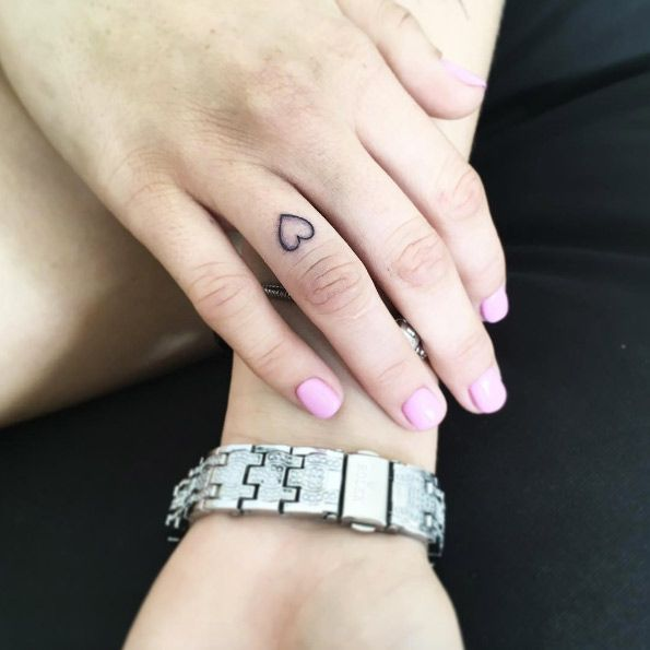 Simple heart tattoo on finger by Vlada Shevchenko