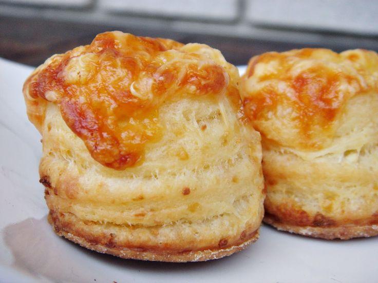Nem vagyok mesterszakács: Túrós – füstölt sajtos leveles pogácsa házi libazs...