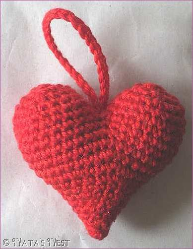 Free Crochet Heart pattern  -- English instructions under the German(?).