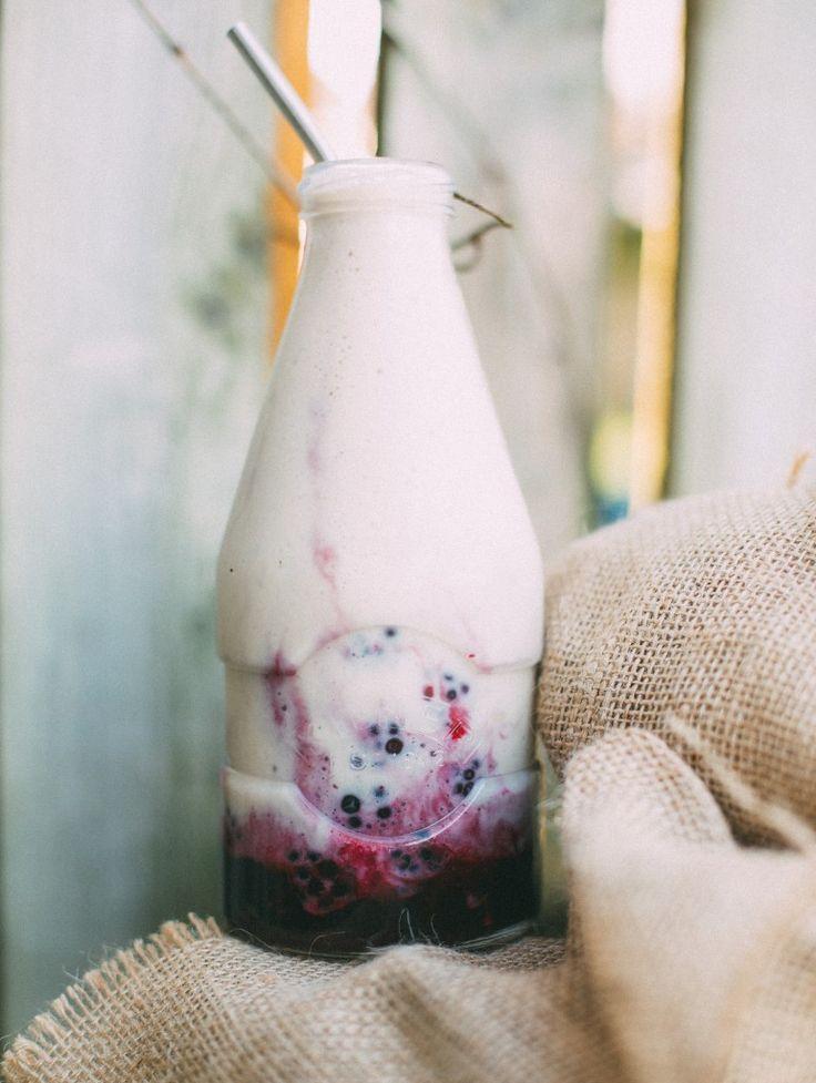 frozen blueberries, maple syrup, chai tea, frozen bananas & almond milk #vegan #smoothie