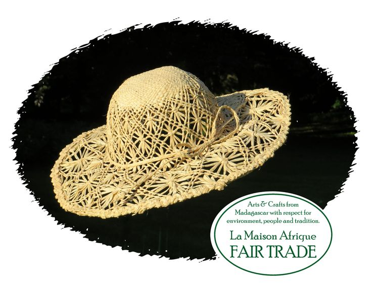 Children's hat exquisitely beautifully crafted in a pattern of stars. High quality handicraft of sundried raffia palmleaves.