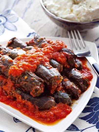 Domates soslu bulgurlu pazı sarması