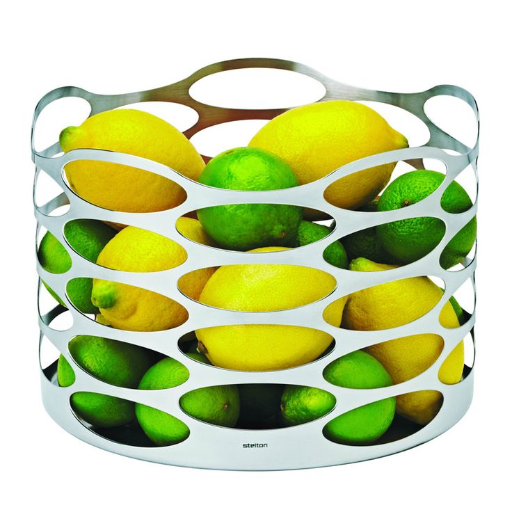 Stelton Embrace je luxusní mísa na ovoce, kterou navrhlo duo dánský designérek Halskov a Dalsgaard.