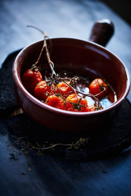 """Roasted tomatoes in oliveoil salt, pepper and thyme. Made in  Vulcano""""bowl""""/stoneware."""