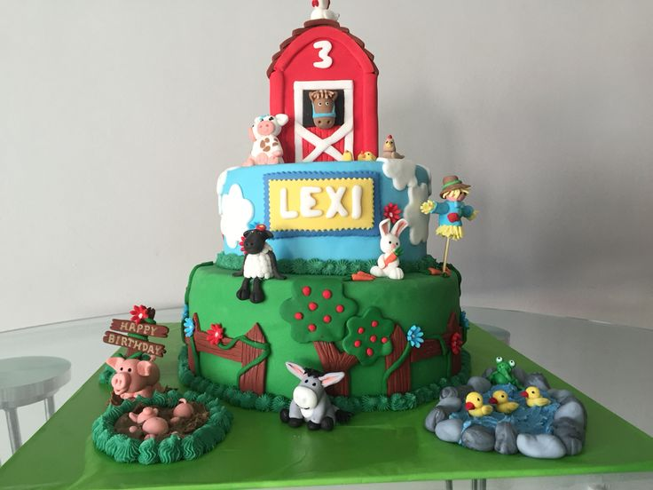 Barnyard Cake. A masterpiece made for my little girl by Jo!!!