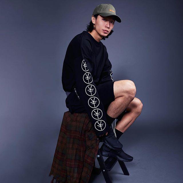 Shall We caps with Dollar Sign long sleeve shirt  Contact us with email or WeChat. Link in bio☝🏽  .  .  .  .  .  .    #yonfelaf #chigga#asian#asianmob#designer #street #streetculture #streetstyle #streetfashion #todayoutfit #dailyblogger#fashion#instafashion #menstyle #manfashion #styleinspire #fashionblog#blackfashion #boy#hk #hkig #852#boy#follow#lifestyle#igshop