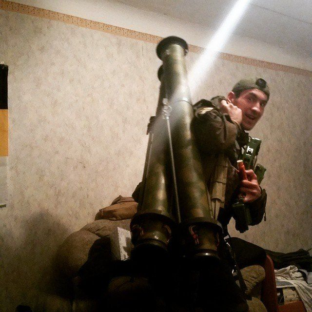 """Russian """"volunteer"""" in Donbass two RSHG1/RPG27 thermobaric/anti-tank rocket lunchers. In use only in Russia."""