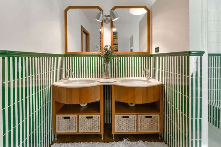 Bath room with a double skins. Valentina Farassino Architetto