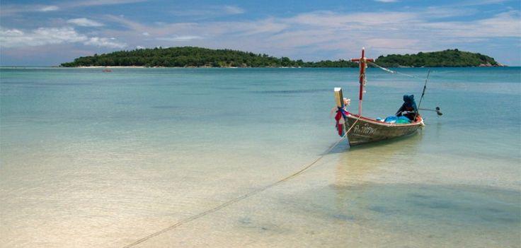 """¡Queremos que viajes!  La isla de Samui está situada en el mar esmeralda del Golfo de Tailandia.  Su encanto reside en las diferentes sensaciones que evoca: El sol hace resplandecer la blanquísima arena, los colores del jazmín en contraste con el verde profundo de los bosques... todo invita a dejar las prisas a un lado y disfrutar.  Desde 1.565€ recorre el país disfrutando de nuestro circuito """"Maravillas de Tailandia"""".  Sigue en enlace y reserva ya tu viaje al paraíso --> http://j.mp/11709yF"""