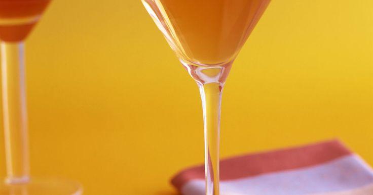 Cómo hacer un lindo centro de mesa con una copa grande de martini