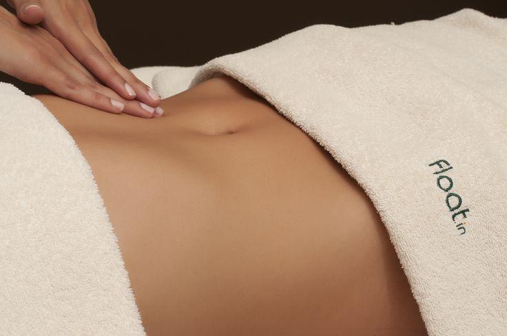 A Massagem Modelante/ Anti-celulítica ataca as zonas corporais com mais gorduras acumuladas, de forma a acionar o seu desaparecimento e, assim, realçar as formas corporais. É um tratamento manual feito com uma pressão muito forte, para atingir as camadas mais profundas onde se acumulam os nódulos de gordura. Ao ser realizada nas zonas com celulite vai reduzir o aspecto da pele de casca de laranja.