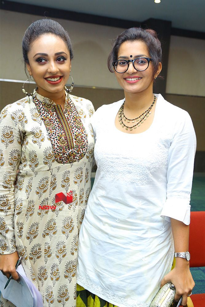 Pearle Maaney & Parvathy at Ennu Ninte Moideen 150 Days Celebration