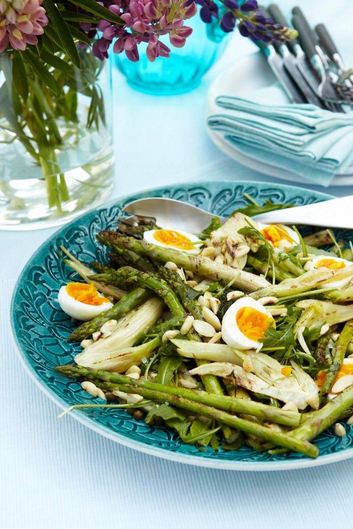 sparrissallad med ägg och mandel