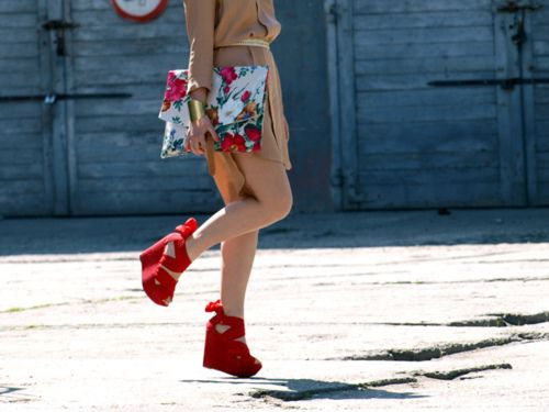 matching shoes and bag, so cuteFashion Details, Style, Red Wedges, Red Shoes, Clutches, Heels, Shoes Bags, Colors Shoes, While
