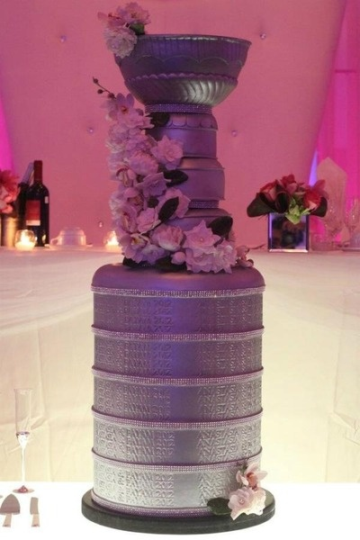 """If she wants this at your wedding, she's a keeper"" - Happy Gilmore's Photos - I would cry if this was my cake, SO AMAZING"