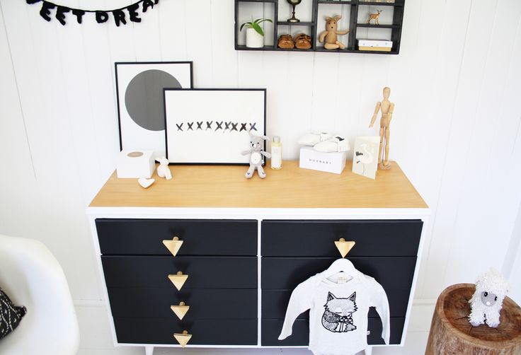 Gorgeous kids room monochrome draws @simonebarter #feastwatson #relove #salvos #upcycle #salvos @salvosstores