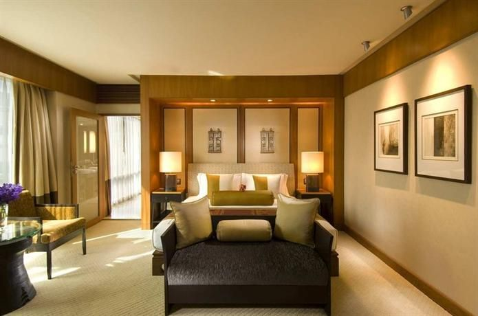 OopsnewsHotels - Conrad Bangkok Hotel. Situated in Bangkok, Conrad Bangkok Hotel offers stylish, 5-star accommodation close to China Resources Tower. The multiple facilities this luxury hotel has to offer include a free shuttle service, outdoor tennis courts and a sauna.