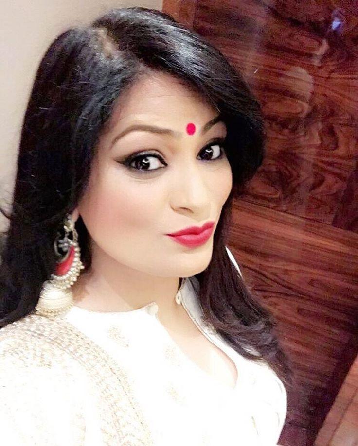 #Selfie #BeforeTheShow #IndianLook #LaalBindiya with #LaalJhumka ❤️❤️