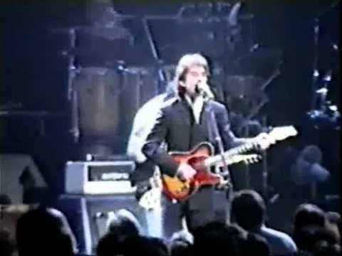 Albert Hall 1992 George Harrison gave only one solo concert on British soil. Backed by Eric Clapton's then touring band with Mike Campbell from Tom Petty & The Heartbreakers, here's the opening song, I Want To Tell You.
