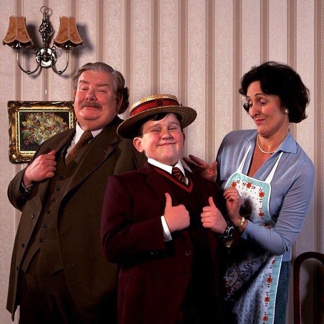 A família Dursley tentando fingir que não há nada de mágico neste mundo. #HarryPotter #Magia #Dursley