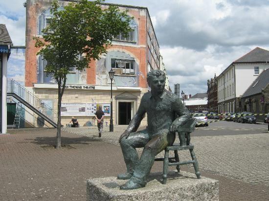 Statue of Dylan Thomas, Swansea Maritime Quarter