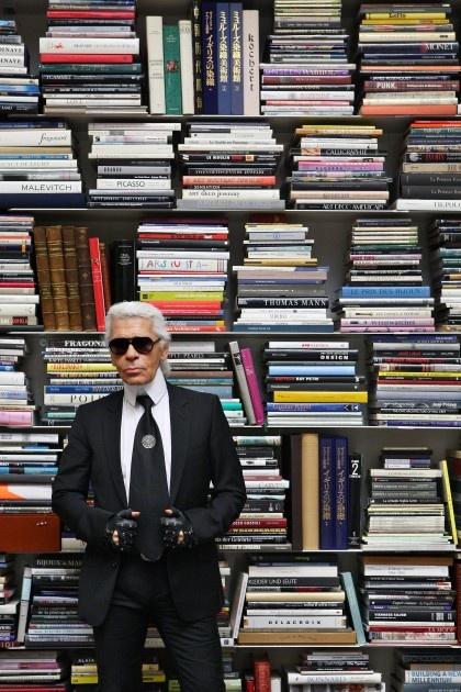 Karl Lagerfeld y sus libros.