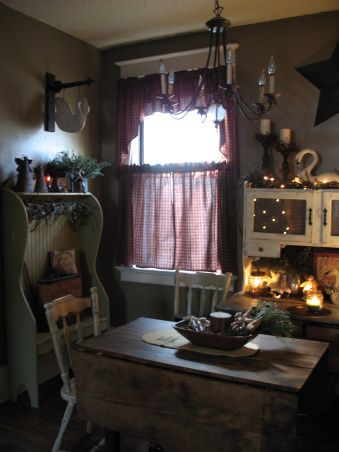 Prim/Country Christmas Dining RoomPrim Country Dining, Dining Room, Country'S Prim, Primitives Decor, Country Decor, Prim Country Christmas, Rustic Country, Benches Prim Country, Country Ideas