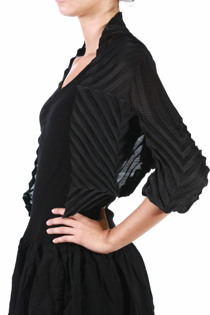 fabric pleating. fabulous.: Fabric Pleating, Fabric Ideas, Innovative Fabric, Fabric Pattern Manipulation, Pleated Dresses, Fabric Manipulation, 3D Textiles, Dressmaking Details