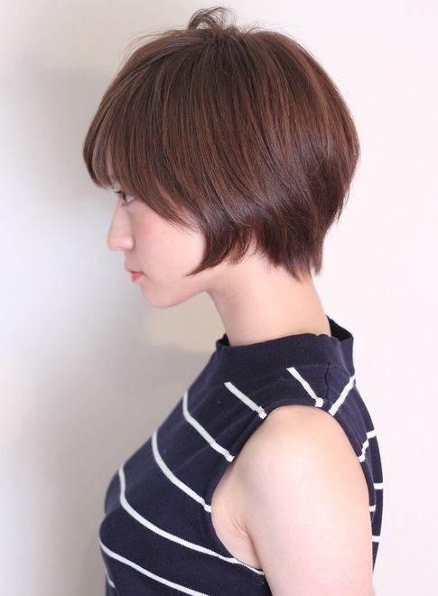 【coo et fuuが表参道から発信するヘアスタイル】カラーはアッシュ系のグレージュ♪クラシカル、王道なショートに、前髪は目にかからないくらいの流し前髪、ベビーバング♪サラツヤなスタイリングでショートでも美髪を目指しましょう♪