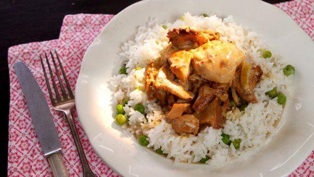 Ideální podzimní večeře pro celou rodinu? Rozhodně Karolínin recept na kuřecí plátky se smetanou a hříbky a jako příloha rýže se sladkým hráškem.