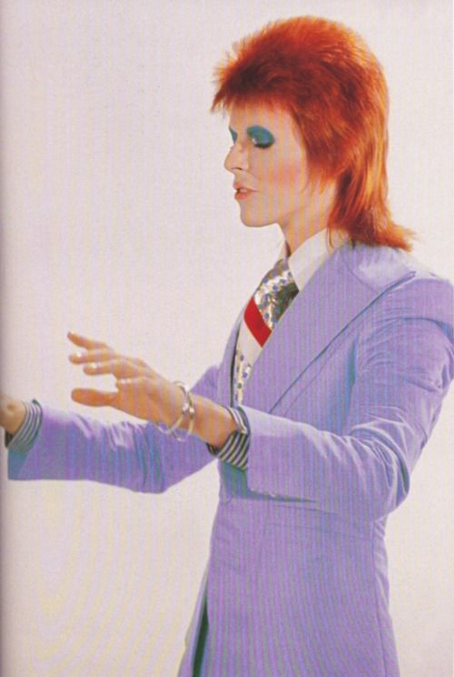 <3 BowieMusic, God, Ziggy Stardust, Life On Mars Bowie, Halloween Makeup, Bowie Life, David Bowielif, People, Squeeze Boxes